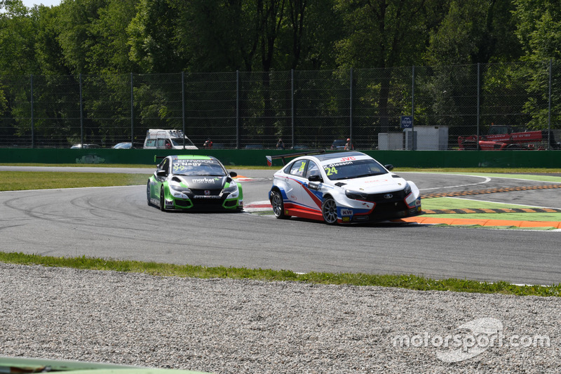 Kevin Gleason, RC Motorsport, attacca Daniel Nagy, Zengo Motorsport