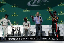 Patrick Stewart, Actor celebrates and drinks from the boot of Daniel Ricciardo, Red Bull Racing alongside Race winner Lewis Hamilton, Mercedes AMG F1 and Valtteri Bottas, Mercedes AMG F1 on the podium