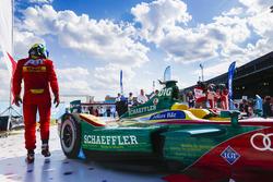 Lucas di Grassi, ABT Schaeffler Audi Sport, lascia la sua vettura dopo la gara