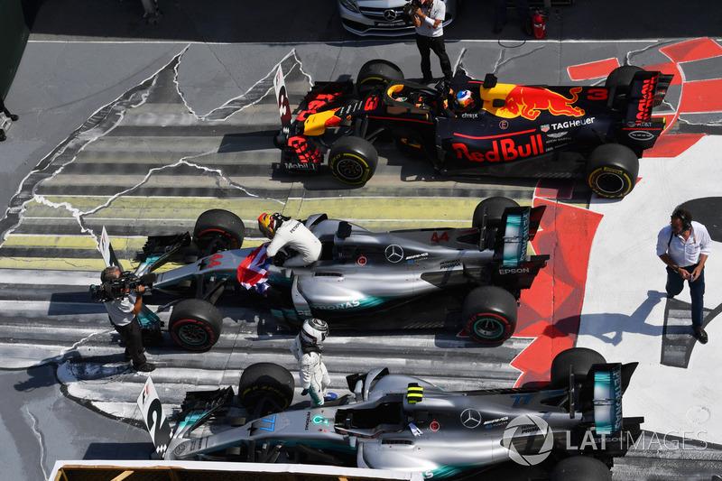 Race winner Lewis Hamilton, Mercedes-Benz F1 W08 , Valtteri Bottas, Mercedes-Benz F1 W08 and Daniel Ricciardo, Red Bull Racing RB13 in parc ferme