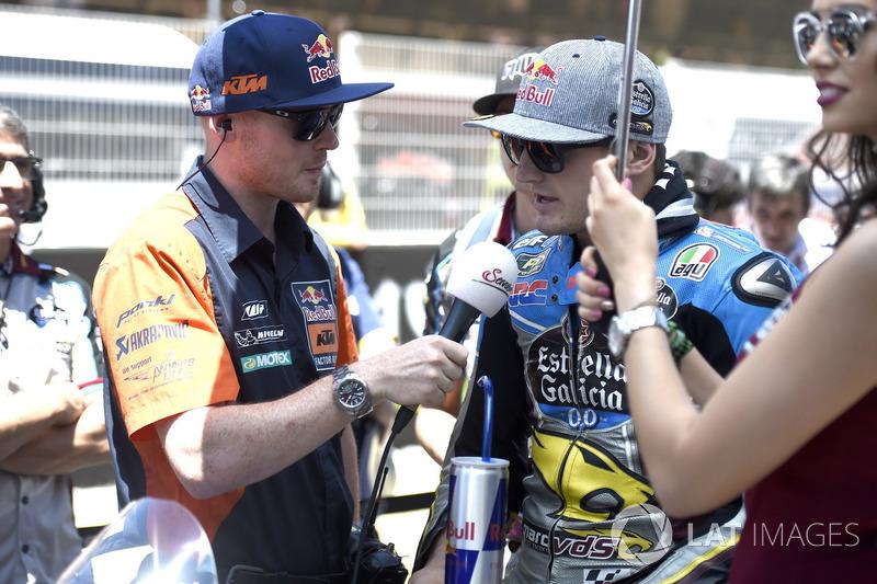 Bradley Smith mewawancarai Jack Miller sebelum balapan