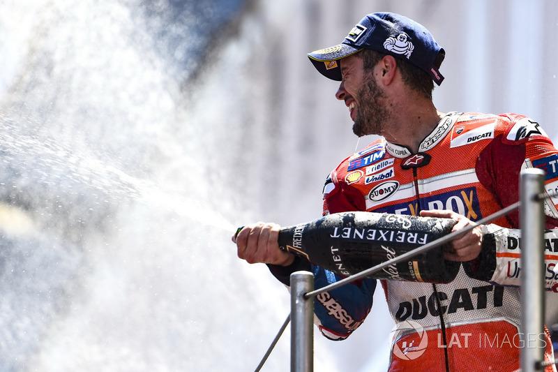 Selebrasi kemenangan Andrea Dovizioso di podium