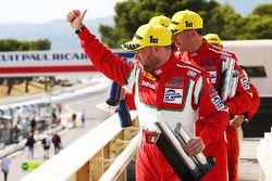LMGTE podium: winnaars Duncan Cameron, Matt Griffin, Aaron Scott, Spirit of Race