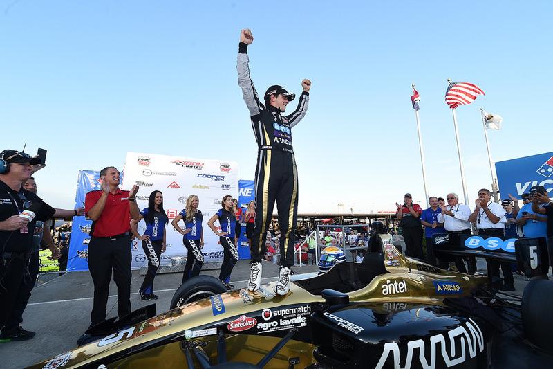 Ganador de la carrera Santiago Urrutia, Belardi Auto Racing