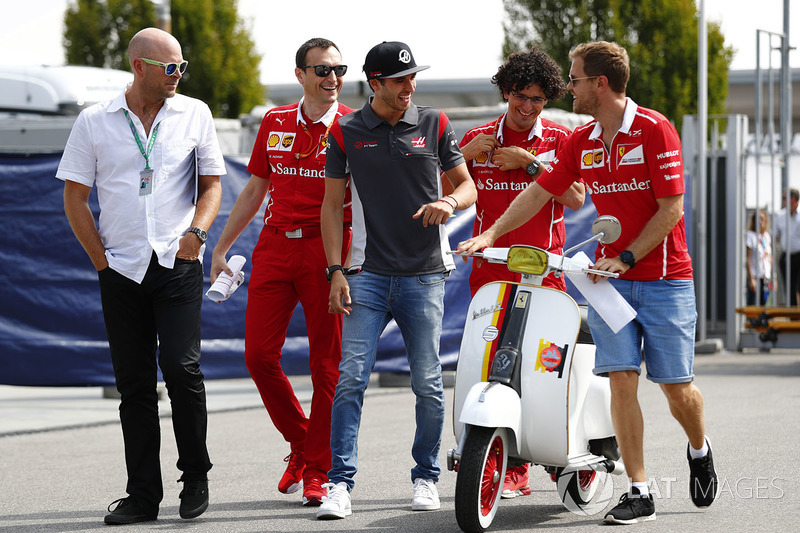 Sebastian Vettel, Ferrari, Antonio Giovinazzi, Ferrari