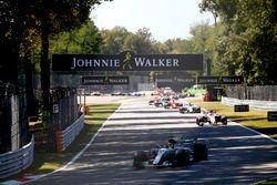 Lewis Hamilton, Mercedes AMG F1 W08, bij de start