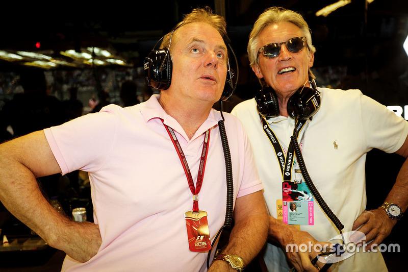 Jonathan Palmer y Sir Peter Ogden con el  Renault Sport F1 Team