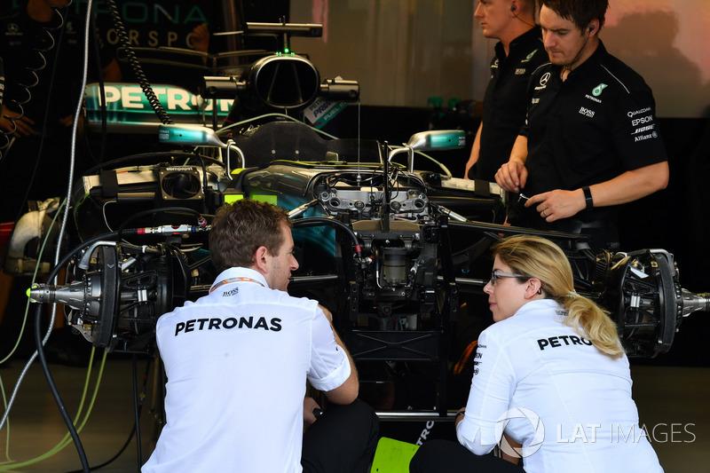 Mercedes-Benz F1 W08, sospensione anteriore