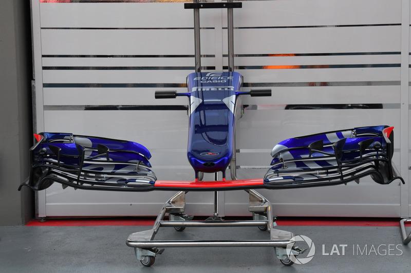 Scuderia Toro Rosso STR12, Nase und Frontflügel