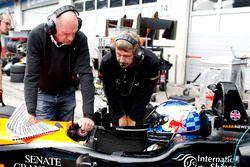 Harrison Newey, Van Amersfoort Racing Dallara F317 - Mercedes-Benz avec son père Adrian Newey