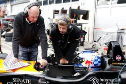 Харрисон Ньюи, Van Amersfoort Racing Dallara F317 - Mercedes-Benz со своим отцом Эдрианом