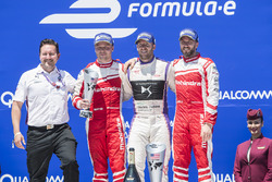 Podio: ganador Sam Bird, DS Virgin Racing, segundo lugar Felix Rosenqvist, Mahindra Racing, tercer l