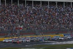 Martin Truex Jr., Furniture Row Racing, Toyota; Kevin Harvick, Stewart-Haas Racing, Ford