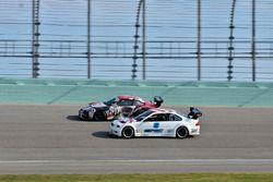#21 MP2A Porsche GT3 Cup, Ari Rivera Classic Car Club Miami, #8 MP2B BMW E46, Michael Camus , Randy