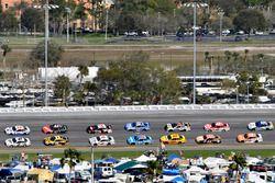 Brad Keselowski, Team Penske Ford and Clint Bowyer, Stewart-Haas Racing Ford