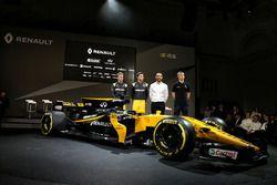 (L to R): Nico Hulkenberg, Renault Sport F1 Team with Jolyon Palmer, Renault Sport F1 Team; Cyril Ab