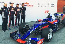 Franz Tost, Team Principal Scuderia Toro Rosso; Daniil Kvyat, Scuderia Toro Rosso; Carlos Sainz Jr., Scuderia Toro Rosso; James Key, directeur technique Scuderia Toro Rosso