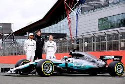 Lewis Hamilton, Mercedes AMG F1; Toto Wolff, Mercedes AMG F1 directeur exécutif; Valtteri Bottas, Mercedes AMG F1 et la Mercedes AMG F1 W08