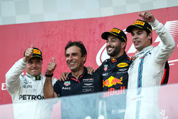 (L to R): Valtteri Bottas, Mercedes AMG F1, Pierre Wache, Red Bull Racing Chief Engineer Performance Engineering, race winner Daniel Ricciardo, Red Bull Racing, Lance Stroll, Williams