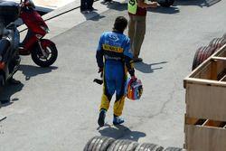 Fernando Alonso, Renault R24, après son crash