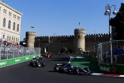 Pascal Wehrlein, Sauber C36-Ferrari, Romain Grosjean, Haas F1 Team VF-17