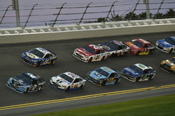 Brad Keselowski, Team Penske Ford amnd Clint Bowyer, Stewart-Haas Racing Ford