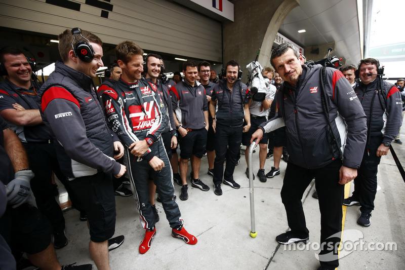 Günther Steiner, Team Principal, Haas F1 Team, fête son 52e anniversaire avec notamment Romain Grosjean, Haas F1 Team
