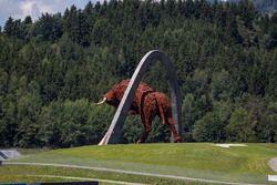 Sculptuur stier Red Bull