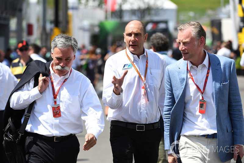 Chase Carey, Vorsitzender der F1-Gruppe, Bruno Michel, und Sean Bratches, Marketingchefs