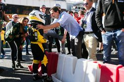 Pedro de la Rosa ontmoet een junior RACC Karter