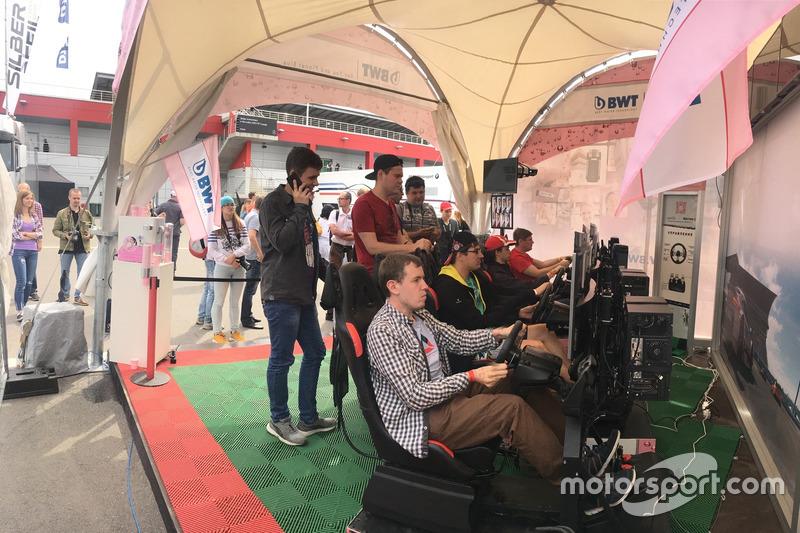 Для участия нужно было лишь зарегистрироваться и выбрать автомобиль гонщика команды Mercedes, окрашенный в цвета BWT: австрийца Лукаса Ауэра или итальянца Эдоардо Мортары