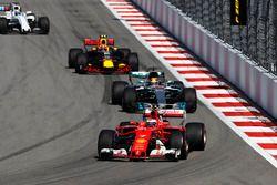 Kimi Raikkonen, Ferrari SF70H, Lewis Hamilton, Mercedes AMG F1 W08, Max Verstappen, Red Bull Racing