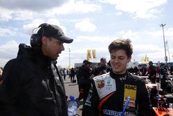 Felipe Drugovich, Van Amersfoort Racing mit seinem Mechaniker Ian