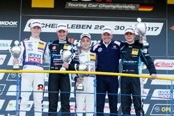 Podium: Sieger Florian Thoma, Liqui Moly Team Engstler, VW Golf GTI TCR, 2. Tim Zimmermann, Target Competition, Audi RS3 LMS; 3. Josh Files, Target Competition, Honda Civic Type R-TCR, Franz Engstler und Luca Engstler, Liqui Moly Team Engstler, VW Golf GTI TCR