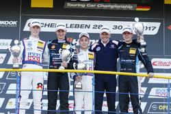 Podium: Sieger Florian Thoma, Liqui Moly Team Engstler, VW Golf GTI TCR, 2. Tim Zimmermann, Target Competition, Audi RS3 LMS; 3. Josh Files, Target Competition, Honda Civic Type R-TCR, Franz Engstler und Luca Engstler, Liqui Moly Team Engstler, VW Golf GTI