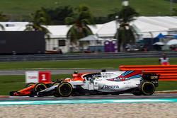 Stoffel Vandoorne, McLaren MCL32 and Felipe Massa, Williams FW40 battle