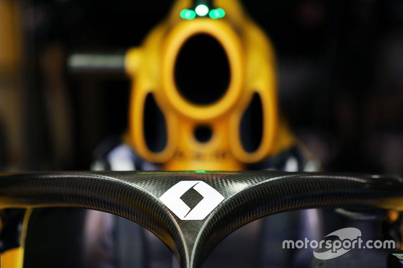 Renault Sport F1 Team RS16 met Halo cockpitbescherming
