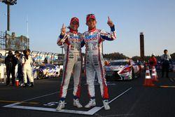 Heikki Kovalainen, Kohei Hirate célèbrent leur titre en Super GT