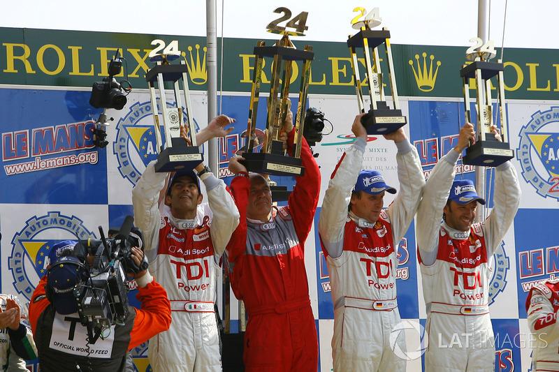 Победители гонки Эммануэле Пирро, руководитель Audi Sport Вольфганг Ульрих, Франк Била и Марко Верне