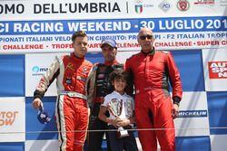 Podio Gara 1: il vincitore Ivan Bellarosa, Avelon Formula; il secondo classificato Simone Patrinicola; il terzo classificato Ranieri Randaccio, SCI