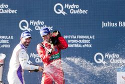 Jose Maria Lopez, DS Virgin Racing, et Lucas di Grassi, ABT Schaeffler Audi Sport, sur le podium