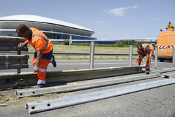 Workers install the safety barriers on the Mulsanne Straight (Hunaudières)