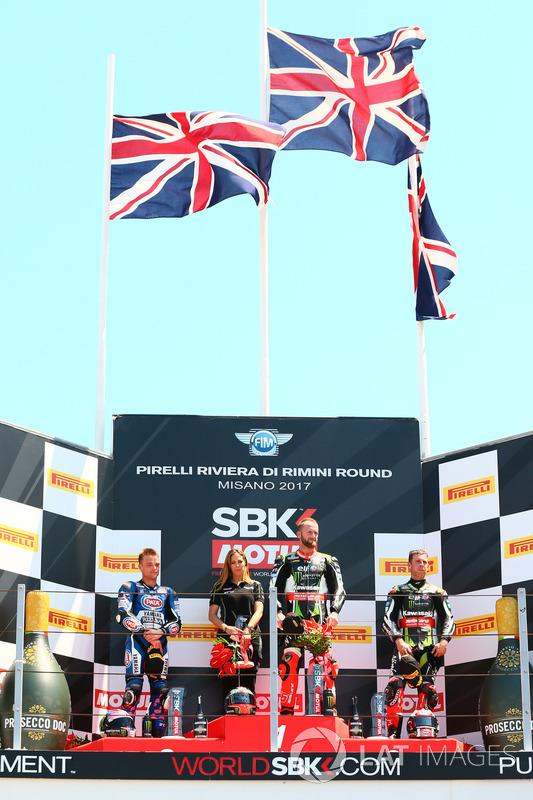 Podium: Segundo lugar Alex Lowes, Pata Yamaha, ganador de la carrera Tom Sykes, Kawasaki Racing, tercer lugar Jonathan Rea, Kawasaki Racing