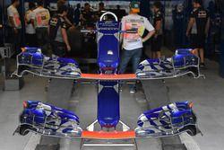 Scuderia Toro Rosso STR12, Alas delanteras