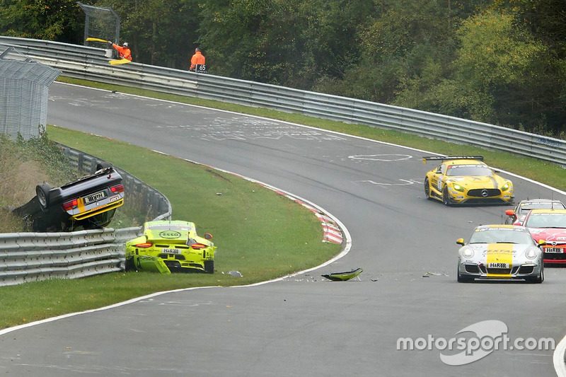 Ongeval Kevin Estre, Matteo Cairoli, Manthey Racing, Porsche 911 GT3-R, Reiner Thomas, Manfred Schmitz, BMW 318is