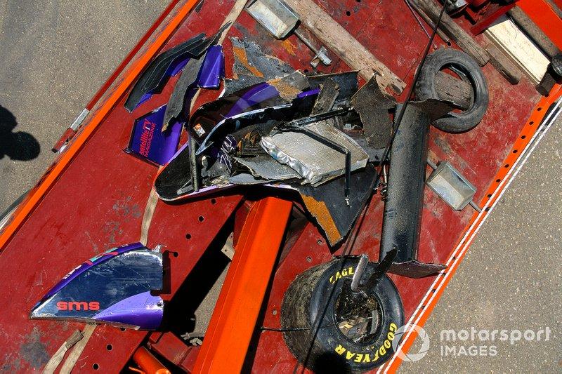 Débris de la Simtek S941 Ford de Roland Ratzenberger après son accident