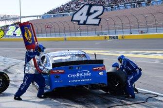 Kyle Larson, Chip Ganassi Racing, Chevrolet Camaro Credit One Bank, makes a pit stop