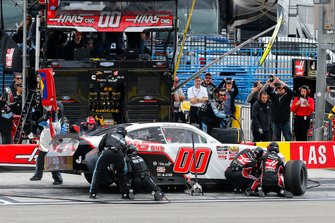 Cole Custer, Stewart-Haas Racing, Ford Mustang Haas Automation pit stop