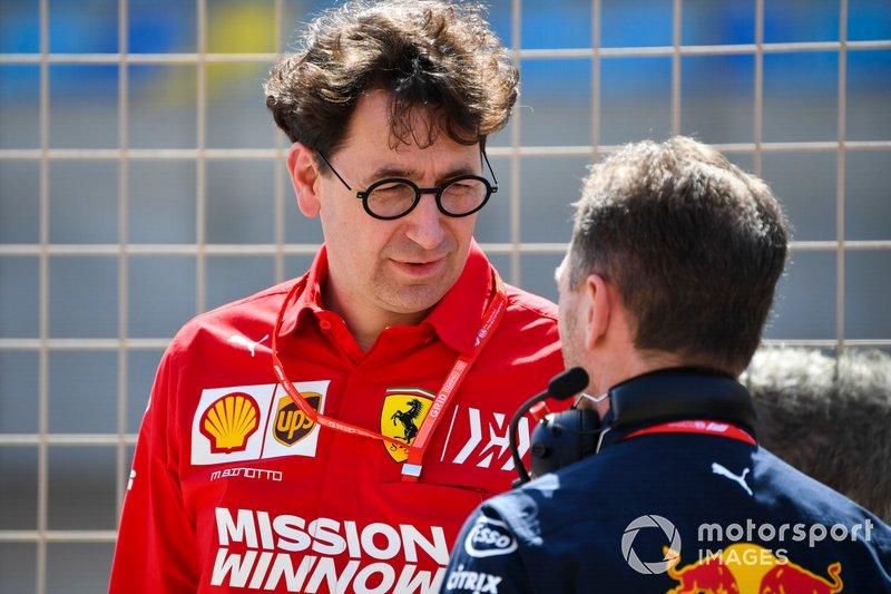 Mattia Binotto, Team Principal Ferrari, con Christian Horner, Team Principal, Red Bull Racing