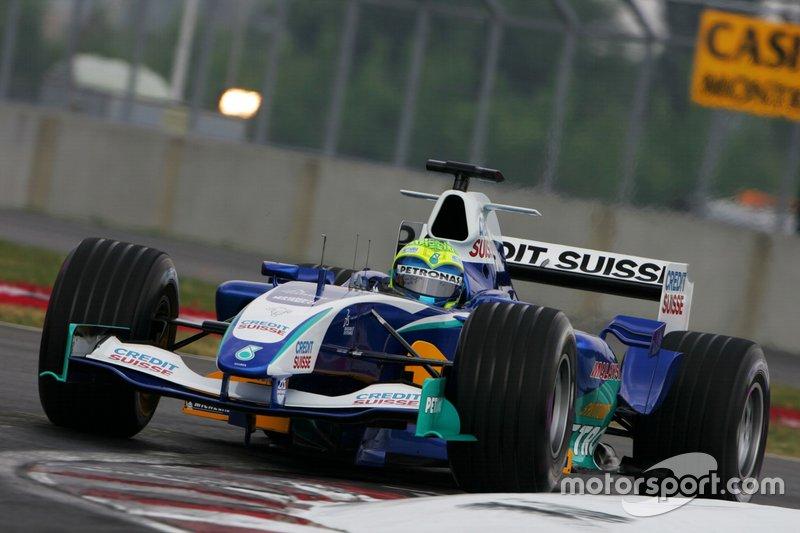 Massa foi mais sólido em 2005: derrotou Jacques Villeneuve no duelo interno e bateu na trave do pódio com um quarto lugar no Canadá. Com a saída de Barrichello da Ferrari, abriu-se a vaga desejada para se juntar à escuderia italiana no ano seguinte.